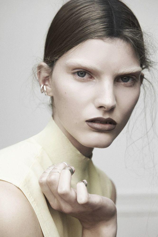 Sascha Oda – I Keep my Lips Seald 2012 #11397 | Shotview