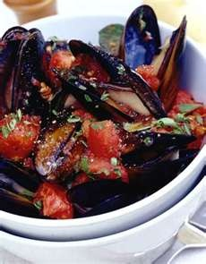 Muscles steamed with garlic and tomatoes