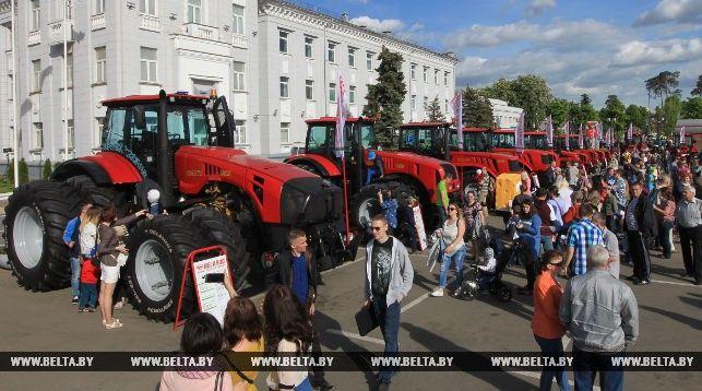 ФОТОРЕПОРТАЖ: Минский тракторный завод отметил свой 71-й день рождения