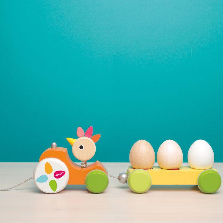 Ce tracteur poulette à promener zigolos de la marque Janod est un jouet conçu dans le respect de l'environnement qui accompagne l'enfant dès ses premiers pas.