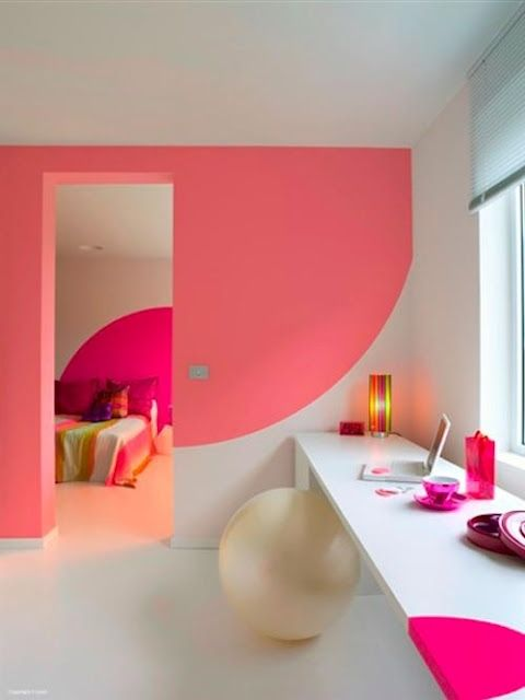 What's better than a color blocked wall? One done in coral and neon pink, of course; and the circular edges add a perfect twist! #colorblocking #Coral