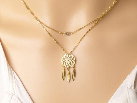 Collier attrape rêve. Collier monté sur une chaîne plaque or 14k ou argenté. Un bijou raffinée et tendance à la fois à porter tous les jours.