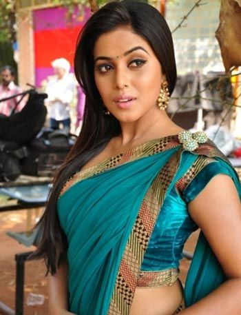 moviestalkbuzz: Ravi Babu Denies Romantic Involvement