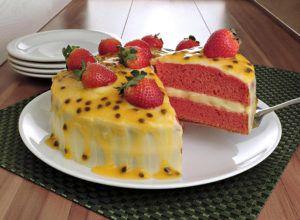 Receita de bolo de morango e maracujá