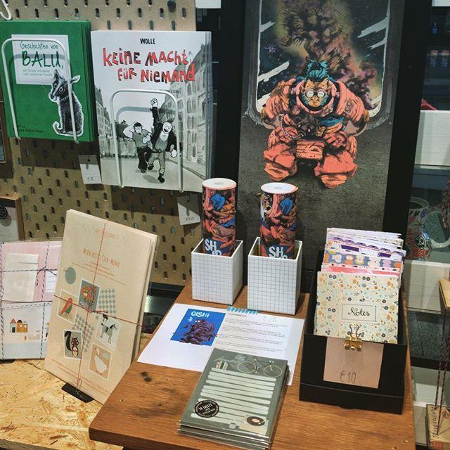Herzlich Willkommen in unserer Comic-Buch-Papier-Ecke! Mit @wolfgang_philippi, @paul_rietzl, @theprintgirls und @life.is.delicious..... #WolfgangPhilippi #TonSteineScherben #KeineMachtFürNiemand #Comic #PaulRietzl #Shipwreck #Rollcomic @roundnotsquare #Notizbuch #Notizbuchliebe #Notizblock #Memory #Kinderkaufladen #Kinderpost #Vorlesegeschichte #bücher #augsburg #conceptstore #conceptstoreaugsburg #kekshandgemachtes