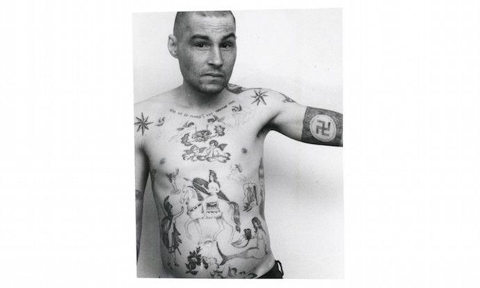 自ら刺青を彫り入れる、元警察官が撮ったソ連の囚人たちの姿 (9)