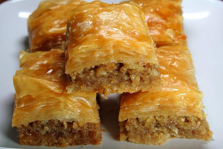 Preparazione della baklava, ricette di cucina libanese.