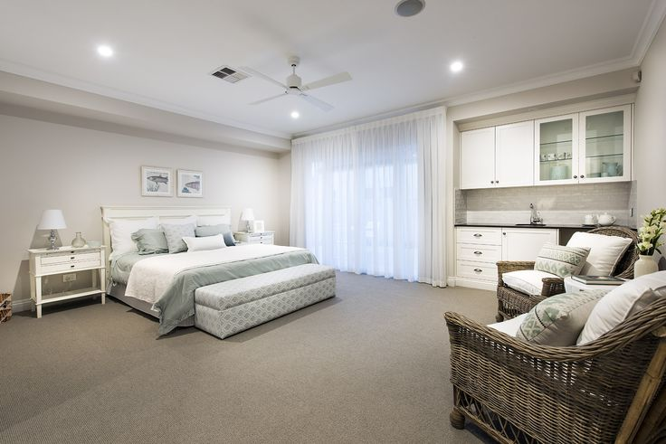 Hamptons style guest bedroom - Oswald Homes