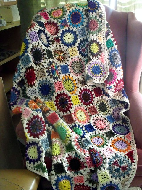 Crochet Scrap Afghan--Beautiful! This link leads to the ...