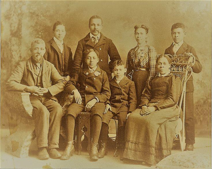 englands oldest fam - 736×588