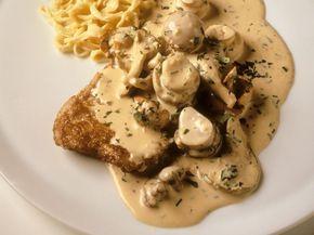 Schnitzel nach Jäger-Art mit Weißweinsoße und Pilzen ist ein Rezept mit frischen Zutaten aus der Kategorie Sahnesauce. Probieren Sie dieses und weitere Rezepte von EAT SMARTER!