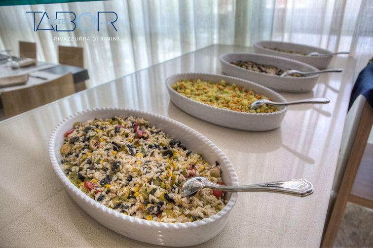 Le insalate fredde sono un piatto unico e goloso che arricchisce i nostri buffet variegati.