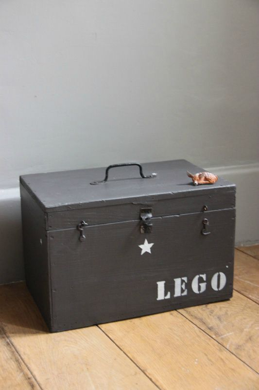 Oude kist als opslagplaats - Old chest used for storing toys #DIY