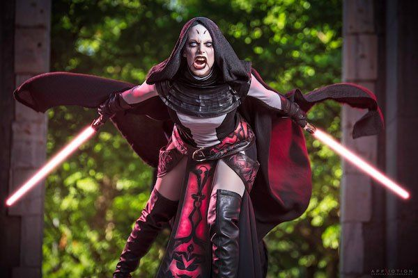 Cosplayer Miss Sinister looks amazing (and really scary) as Sith apprentice Asajj Ventress. I don't know about you, but if I'd meet her at night while walking in the street, I'd l…