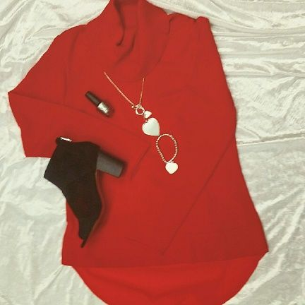 Red is a powerful colour that demands attention.  We just love this gorgeous red top.  Teamed with black boots and our beautiful silver jewellery, this will brighten up your winter day perfectly.