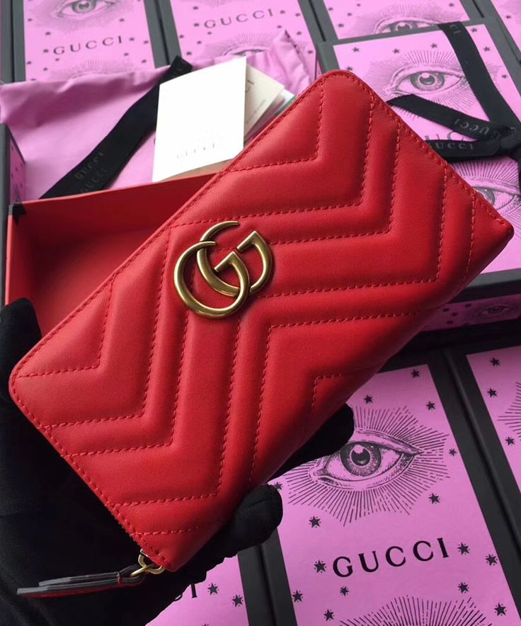 c2371bedc4c2 Are you looking for a wallet which looks extraordinary  Gucci GG Marmont is  one of rare wallets with chevron design made of red leather which truly  looks ...