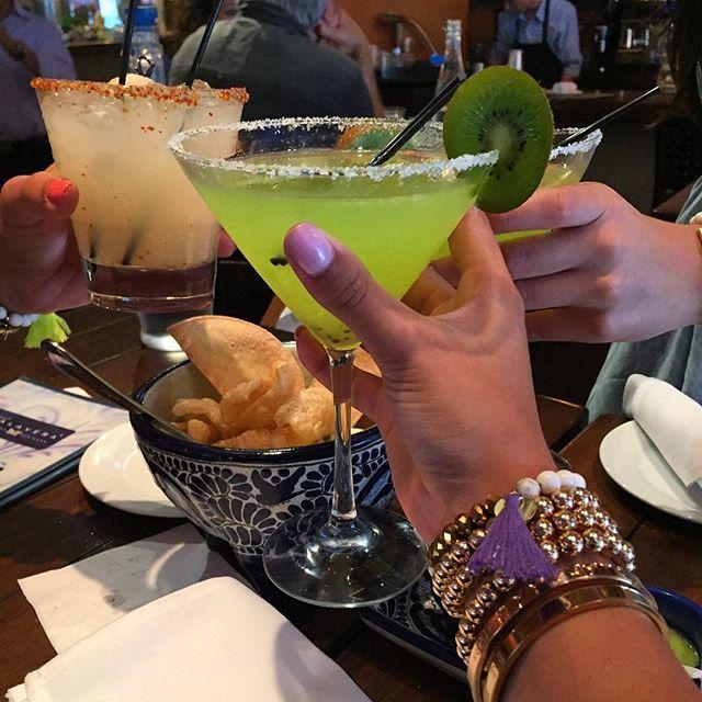 Happy #nationalmargaritaday! Cheers!🍸  #chefsabs #chefsabsapproves #margarita #tequila #happyhour #drinks #taudreygirl #kiwi #miami #foodblogger