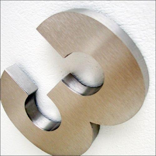 Numéros de Maison Inox 3D : Votre numéro de rue en relief en inox brossé  Creativ'sign