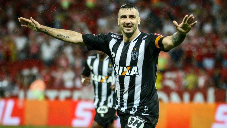 Carrasco histórico do Grêmio, capitão, matador decisivo e senhor do Mineirão: Pratto é a grande esperança do Galo - Goal.com