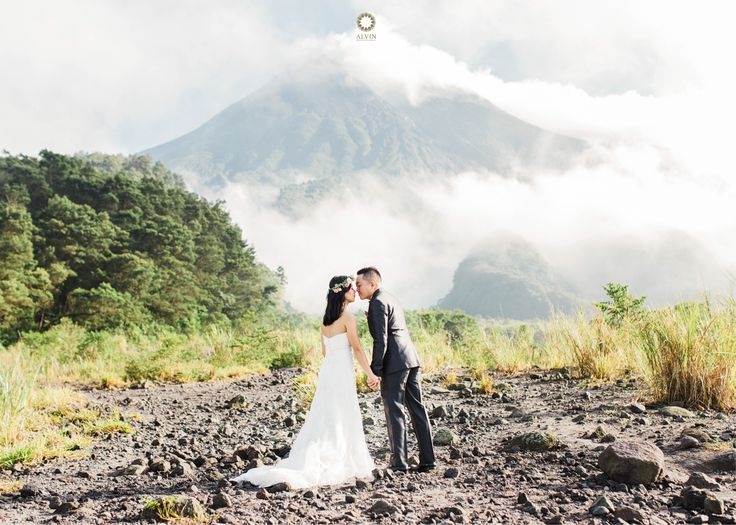I love making you laugh because for those few seconds, i made you happy and seeing you happy, it makes me happy too. . Courtesy from @yulitabong Prewedding Location Merapi, Yogyakarta . . Photograph by @mohdnoval Check our website for the other photos at www.alvinphotography.co.id