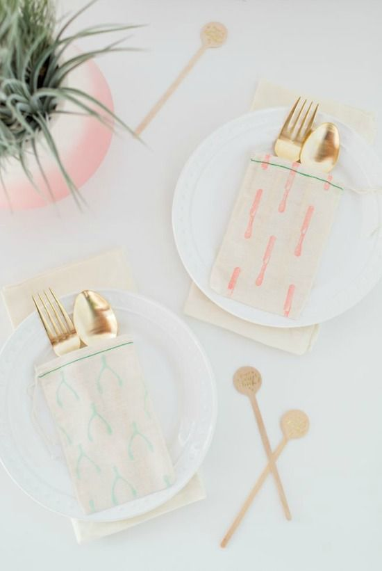 Passion Shake | 10 Autumn/Winter table setting ideas | http://passionshake.com cheerful patterened puches by sugar and cloth