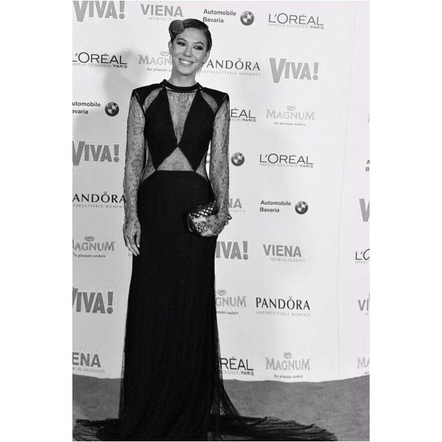 Beautiful and talented Sore in #parlor cut-out silk and lace dress at @vivaromania Party