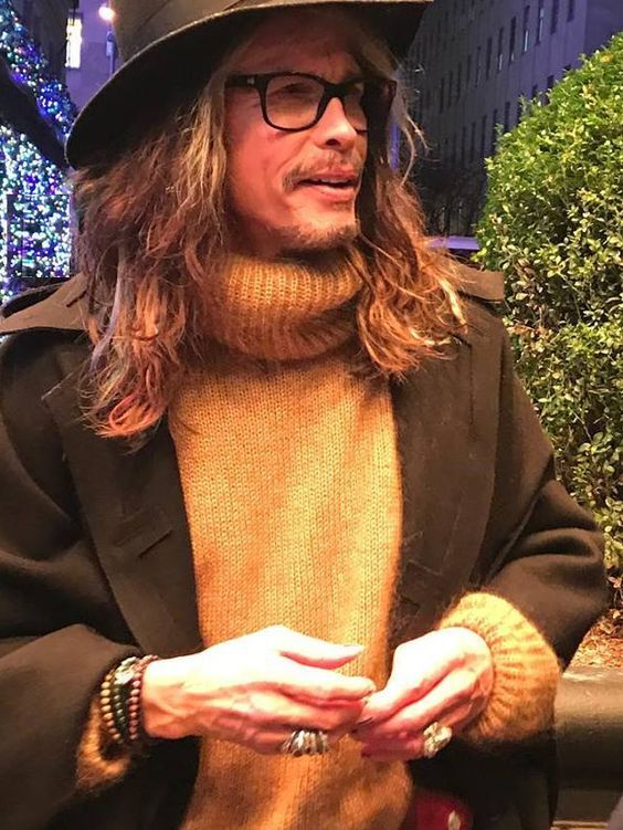 Is there a man in all the many worlds more stylish that steven tyler? I think not!