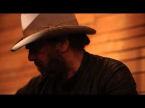 ▶ Daniel Lanois with Rocco DeLuca - LIVE at The Belljar EP01 - YouTube