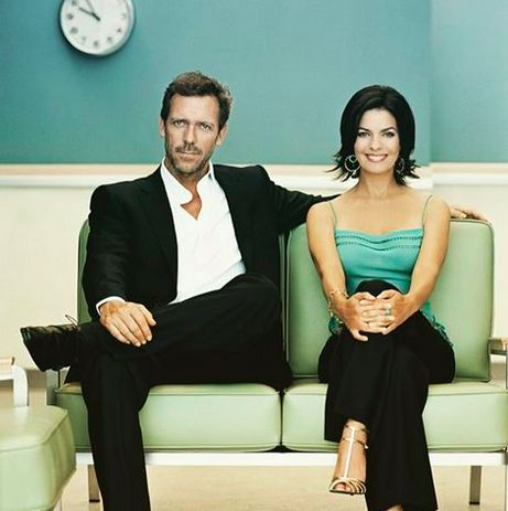 Sela Ward and Hugh Laurie (em)