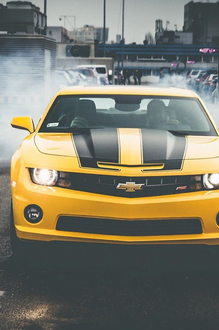 That Camaro is just too beautiful to be true, isn't it?  #camaro #cars #canada #beauty