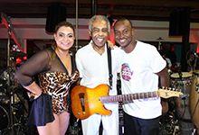 PRETA GIL POSA COM THIAGUINHO NO CAMAROTE DO PAIZÃO http://www.ofuxico.com.br/carnaval