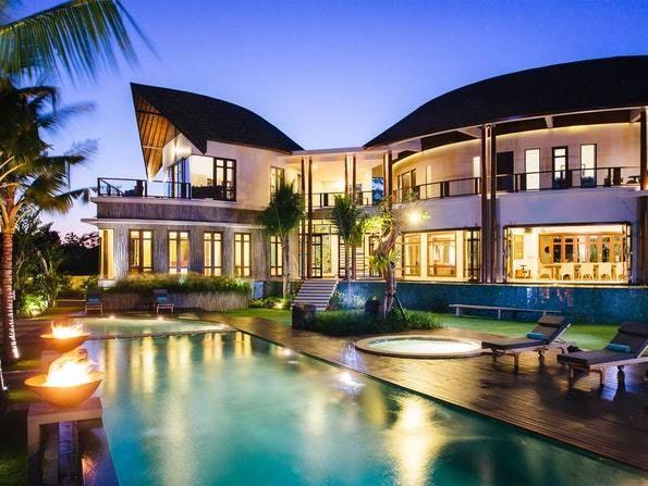 Top 10 Luxury Villas In Kuta Bali Updated 2021 Luxury Beach House Luxury Villa Rentals Luxury Villa