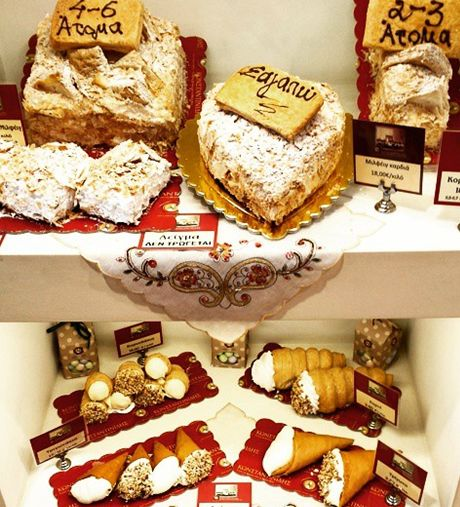 That's what we call sweet love! Millefeuille and other delicious sweets made of cream.