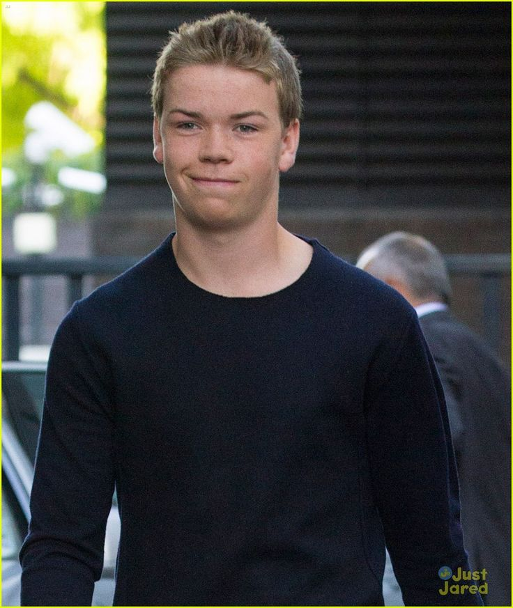 Will Poulter Talks Kissing Jennifer Aniston & Emma Roberts | Photo ...