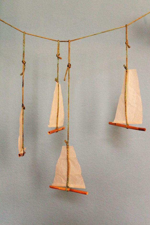 Mobile, Schiffchen, Papier, Schilfrohr, Wolle  4 Schiffchen, je ca. 20x20cm