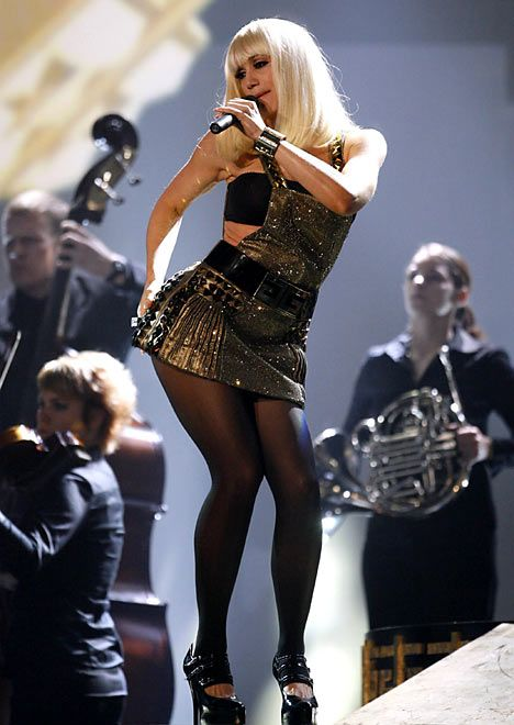 Gwen Stefani performing in concert