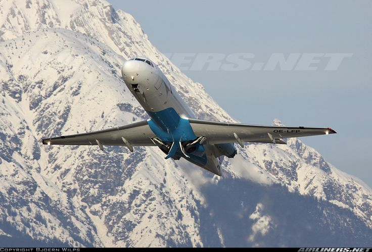 Amazing angle on this OS Fokker 70 at Innsbruck