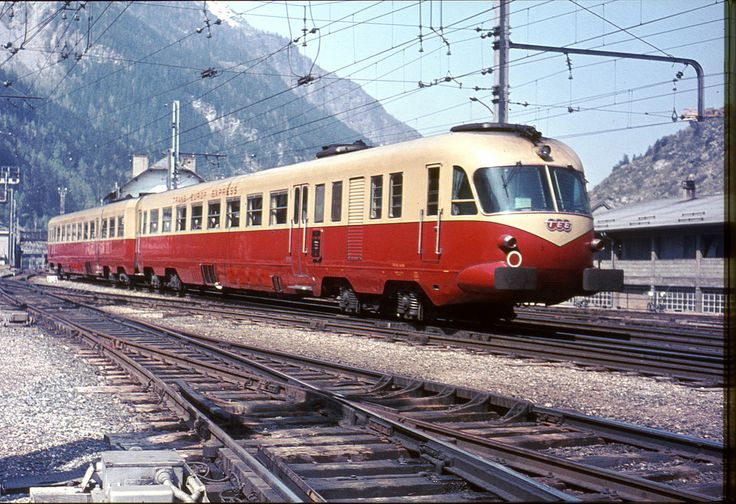 The Italian had a small TEE, a two carriage trainset that would go back and forth on the Mediterranean see.