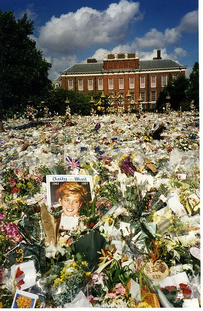 Floral tributes to Princess Diana - Kensington Palace - 6 September 1997 - London, England by Annabel Sheppey,