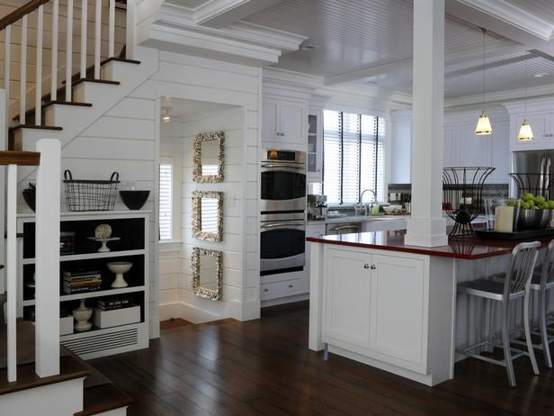Coastal Kitchen: Green Home, Cottages Kitchens, Dreams Home, Dreams Kitchens, Stairs, Kitchens Ideas, Columns, Home Kitchens, White Kitchens