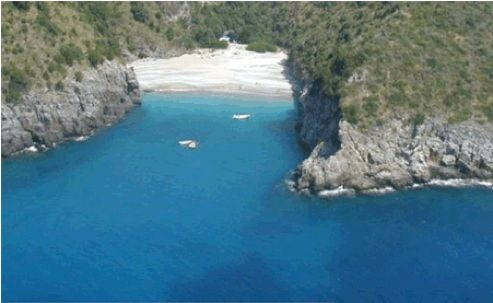 Cilento, le acque cristalline del Golfo di Velia: escursioni con i bambini. http://www.familygo.eu/viaggiare_con_i_bambini/campania/cilento/cilento_itinerari_bambini.html