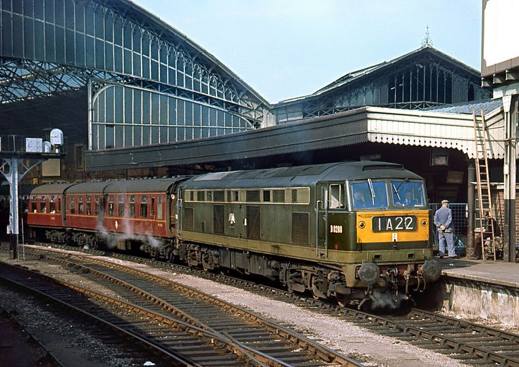 D0280 Brush's 'Falcon' stands at Bristol Temple Meads with 1A22 for Paddington, 4/67