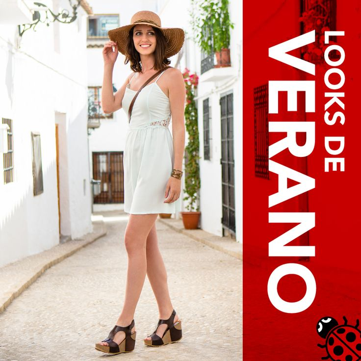 Look fresquito combinando un vestido blanco con los zapatos marrones y complementos siguiendo los mismos tonos. Perfecto para una tarde de agosto. #Verano #LookVeraniego #Zapatos #Yokono #Moda #MadeInSpain #Ropa #Vestido