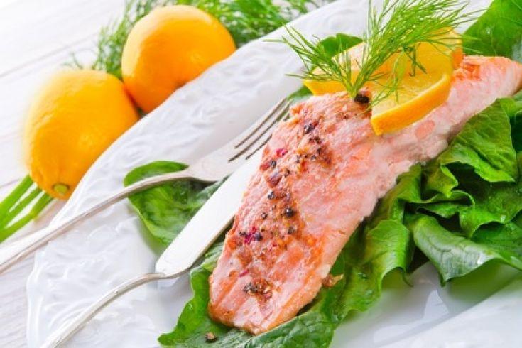Ein Lachsfilet auf Blattspinat aus dem Dampfgarer ist ein leichtes Rezept und in ca. 45 Minuten zubereitet.
