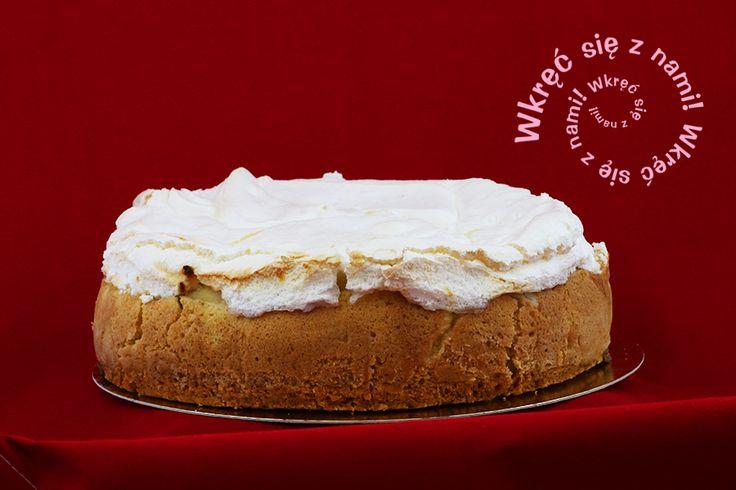 Szarlotka w skład której wchodzi kruche ciasto, prażone jabłko i beza. Polecamy z lodami waniliowymi i bitą śmietaną <mniam> #Szarlotka #Ciasta #CafeGóraLodowa #GóraLodowa #Ustka #Słupsk