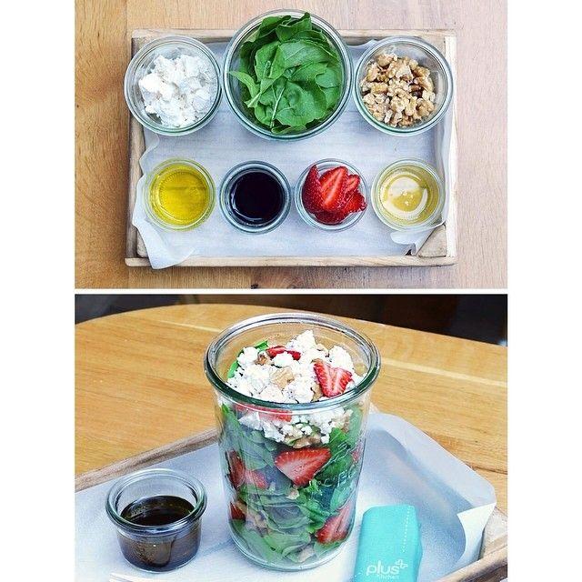 """""""Yazlık Tarifler: Lorlu Cevizli Çilekli Roka Salatası / Zeytinyağı Balsamik ve Ballı Sos #summer #salad #recipe #rocket #strawberry #walnut #curdcheese…"""""""