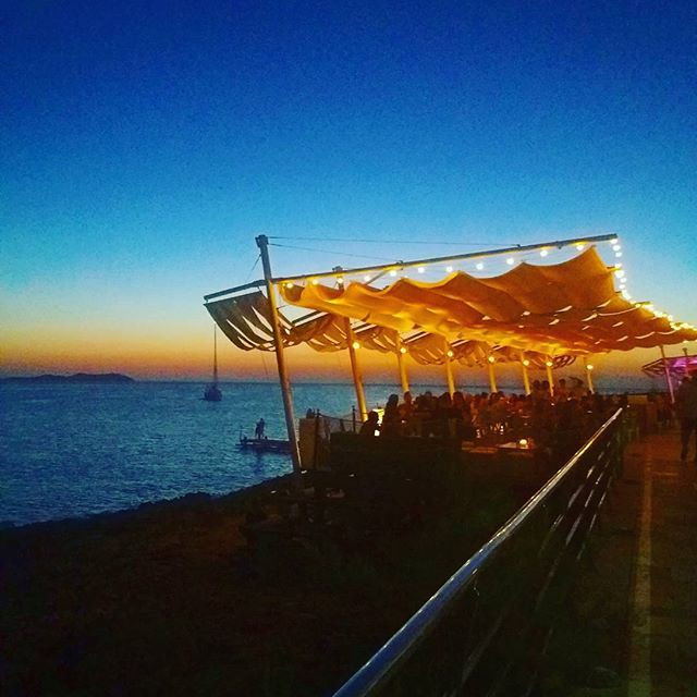 IBIZA, SPAINThe famous Ibizan sunset😍CLICK LINK IN BIO TO ENTER TO WIN MY 2 RT. FLIGHTS LONDON 2 NYC!!! • #travel #blogger #willowswanderlust #travelsafe #beaches #ibiza #ibizasunset #traveldeals #budgetbackpacker #naturalwonders #nature #coupletravellers #femalebloggers #solotravel #traveleurope #europe #femalesolotravel #girlstrip #travelandlifestyle #ukbloggers #ocean #landscape #travelphotography •