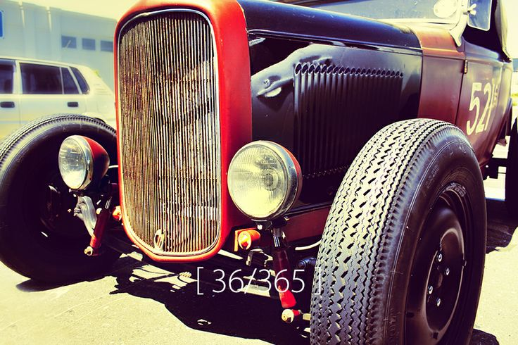 Tuesday, 04 Feb 2014 [ Vintage car at Paddocks ]
