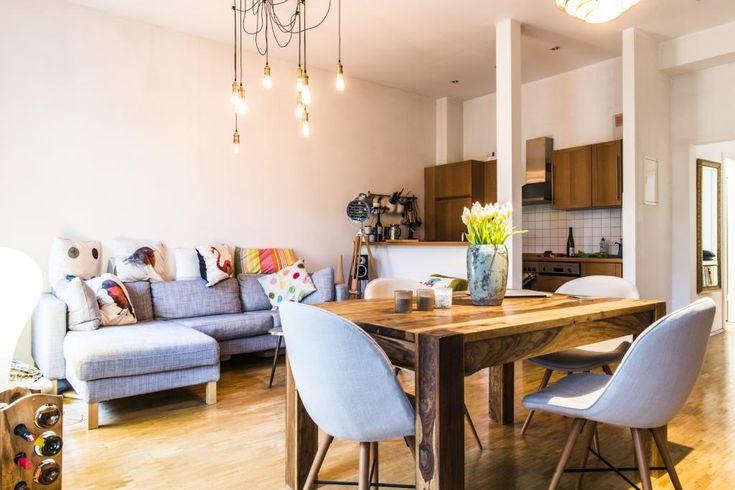 Finest Helles Wohnzimmer In Grau Und Brauntnen Mit Offener Kche Kissen With  Wohnzimmer Und Esszimmer In Einem Raum