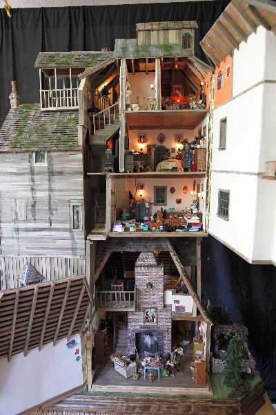 The Burrow by Sally Wallace. This is quite impressive! (Click the picture for more info and pics) o-o